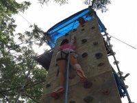 儿童攀登的攀岩墙与登山攀岩墙