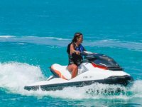 Chica en jet ski en Formentera