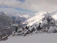 美丽的冬季滑雪的同时