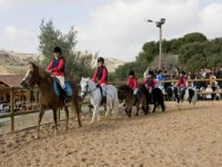 En la pista con ponys y caballos