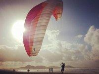 Volando sobre la playa de Lanzarote