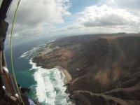 Pueblos en la costa de Lanzarote desde el aire