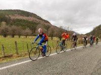 Ciclistas en el valle navarro