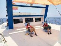 En hamacas en el barco