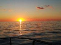 Atardecer desde el barco de pesca