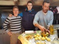 Cocinando el guiso marinero