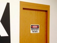 puerta en instalaciones