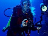 Operatore subacqueo con focus