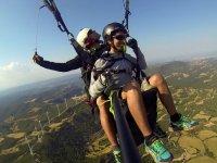 滑翔伞在风电场滑翔伞