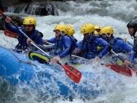 Luchando contra las aguas bravas