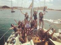 Grupo de chicas a bordo