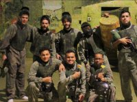 Jugadores de paintball indoor