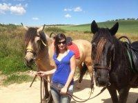 Sujetando a los caballos por las riendas en Arisgotas