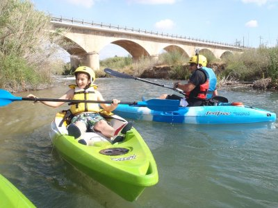 皮划艇的Mijares河段的下降