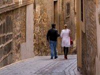 Paseo por una calle de Toledo