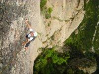 Encantats酒店Frares攀登的从下面爬山