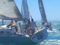 在水中布里亚纳标志帆船俱乐部帆船NAUTIC帆船