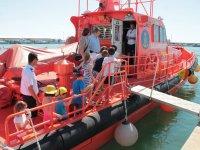 Visita al barco de salvamento