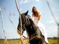 Novia montando a caballo