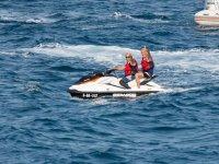 Compartiendo moto nautica doble