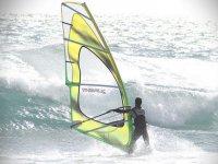 风帆冲浪和波浪