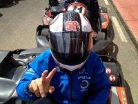 Piloto de kart equipado
