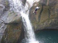 跳下白色悬崖