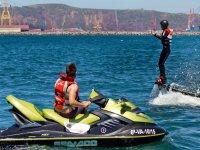 Flyboard con moto de agua en la costa asturiana