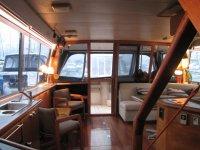 Salon del barco con sofas