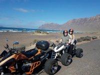 Chicas en quad doble en Lanzarote