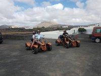 Pilotando quads por la isla de Lanzarote
