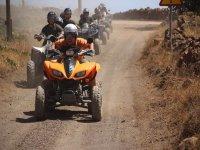 Liderando la ruta en quad