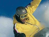 企业家滑雪和雪