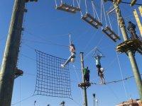 Red en el parque de cuerdas