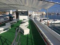 Cubierta superior del catamaran