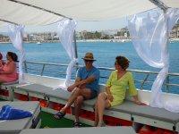 Pareja navegando en la Bahia de Gandia