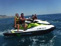 Pilotando las motos de agua por parejas