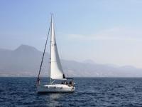 Velero en navegacion