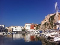 Barcos en el puerto de Menorca