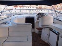 Interno della barca a noleggio a Minorca