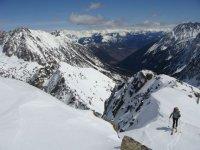 滑雪板用于最令人难以置信的波峰