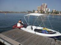 Barco de pequena eslora en Port Saplaya