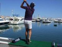 Golfista en el puerto de Barcelona