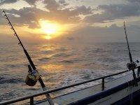 Pesca al atardecer en la Costa Vasca