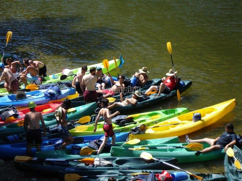 Piraguas en el río Sella