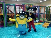 Mickey y Minion.JPG
