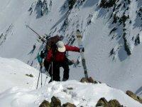 Cargando con el material de esqui