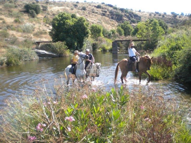 Atravesando el rio