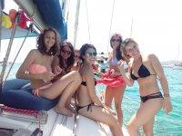 Dia en el barco entre amigas