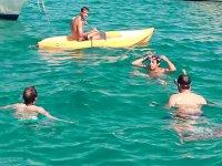 Kayak junto al velero